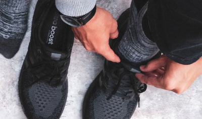 Flat waxed shoelace